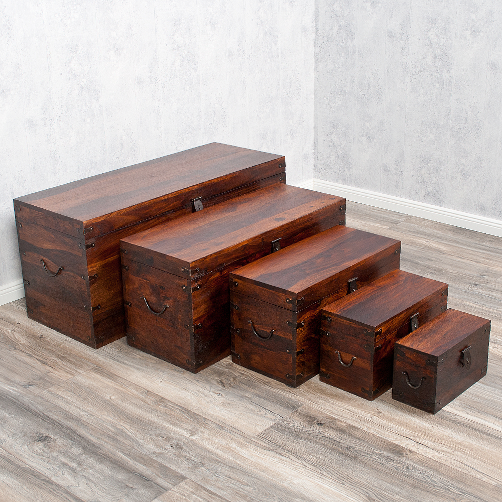 massivholz truhe tarun dark brown 82cm akazie holztruhe. Black Bedroom Furniture Sets. Home Design Ideas