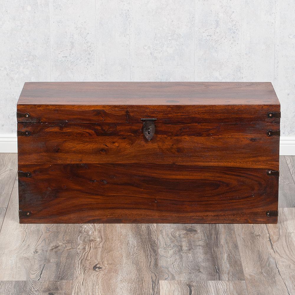massivholz truhe tarun dark brown n 82cm akazie 4466. Black Bedroom Furniture Sets. Home Design Ideas