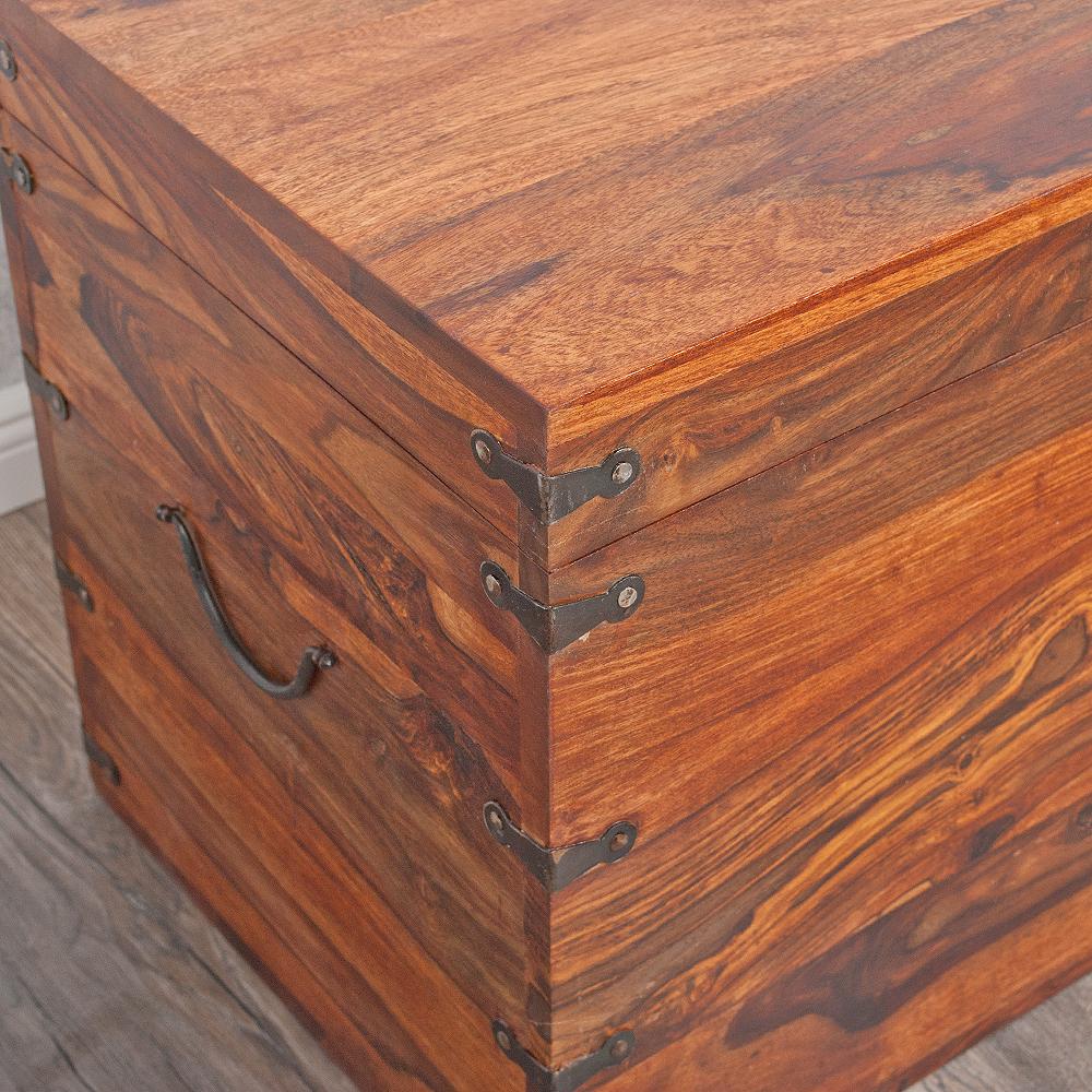 massivholz truhe tarun 102cm natural akazie holztruhe. Black Bedroom Furniture Sets. Home Design Ideas