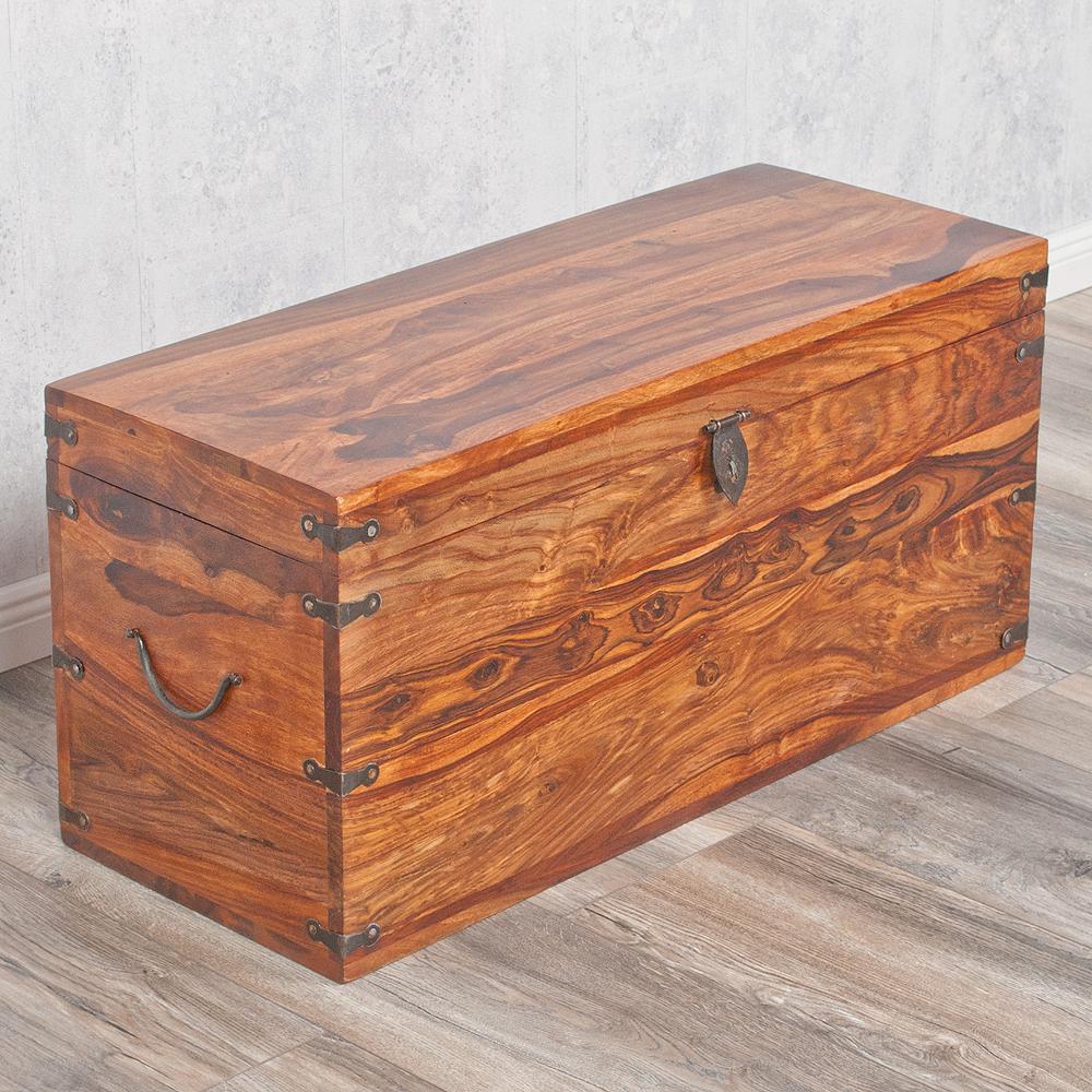 massivholz truhe tarun natural 82cm akazie holztruhe. Black Bedroom Furniture Sets. Home Design Ideas