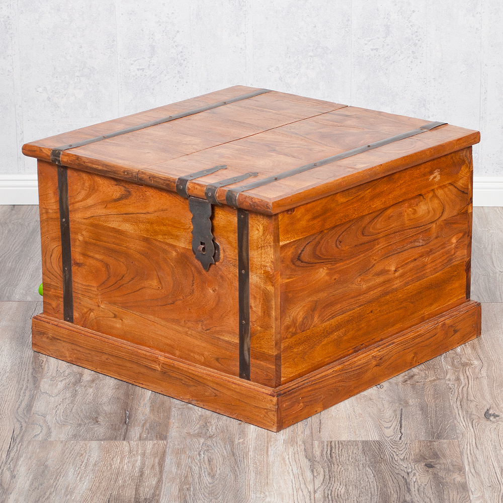 Couchtisch truhe jady 60x60cm natural a akazie massiv for Couchtisch truhe